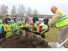 Första spadtagen för ny förskola i Myrviken