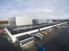 I och med sitt tredje höglager (HBW, high bay warehouse) har lagerkapaciteten hos den danska möbelhandlaren JYSK Nordic A/S:s lager i svenska Nässjö så gott som fördubblats