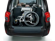 Bagageutrymmet har plats för två stora resväskor eller en rullstol.