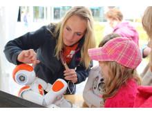 Humanoider Roboter, Laser-Cutter und 3D-Drucker am Stand der TH Wildau beim 6. Potsdamer Tag der Wissenschaften am 5. Mai 2018