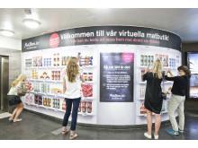 MatHems virtuella matbutik i Östermalmstorgs tunnelbana