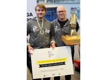 1:a Olle Spetz och hans plåtslagerilärare Freddi Almgren från Viskastrandsgymnasiet