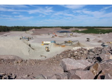 Arbete med att anlägga deponi för hamnsaneringsprojektet