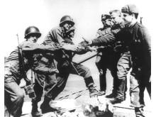 Historisches Foto der Begegnung an der Elbe bei Torgau im April 1945