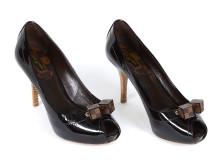 Fashionabla 18/1, Nr: 2, SKOR, LOUIS VUITTON, pumps med öppen tå i brun skinnlack
