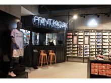 Im neuen Print-Kiosk können sich die Kunden Trikots, T-Shirts oder Schuhe individuell bedrucken lassen.