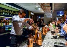 Quality Hotel The Mills hotelldirektör Burim Sumiq utmanade Petter Stordalen i en drinkduell under invigningskvällen.