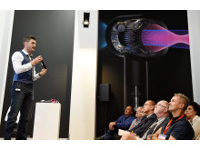 IFA 2016: Dyson Ingenieur Mark A. Smith präsentiert den Dyson Supersonic Haartrockner