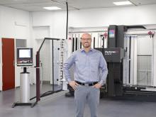 Direktør Lars Farsø på FH Automation regner med en årlig besparelse på 1 200 arbejdstimer i produktionen af automatikskabe efter at virksomheden har effektiviseret og automatiseret med hjælp fra Rittal. Fornyelsen forbedrer samtidig arbejdsmiljøet.