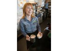 Annie Lööf gör löv i latten 2