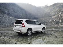 Legendariska Toyota Land Cruiser förnyas