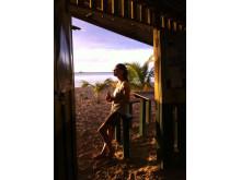 Åsa Älvebrand chillar på Jamaica. Den 15 mars debuterar hon med sin diktsamling.