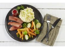 Gjør en liten justering og gi litt mer plass til grønnsakene på tallerkenen din. Pølsemiddagen din blir med ett litt grønnere.