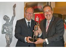 """""""Großer Preis des Mittelstandes"""", Sparkassen-Vorstandsvorsitzender Michael Schmuck (li) und Kommunikationsdirektor Stephan Meiser (re)."""