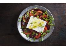 Tomat- och rödbetssallad med grekisk basilika
