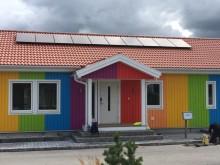 Regnbågshus med solpaneler från NIBE Energy Systems