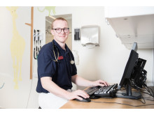 Petter Tuorda, specialist i allmänmedicin och verksamhetschef på Cederkliniken.