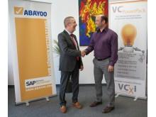 ABAYOO Gründer und CEO Wolfgang Schmidt (links) mit AICOMP Global Director Cloud Markus Blunk