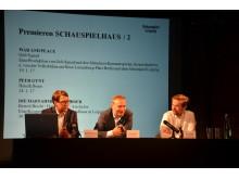 Enrico Lübbe (Mitte) stellt die Premieren der Spielzeit 2016/17 vor