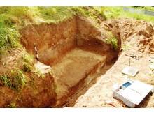 Erstaunlich gut erhaltener Fund: Archäologen haben das Grab aus der Bronzezeit nahe der Bahnlinie Regensburg-Ingolstadt und einer Straßentrasse bei Ilmendorf geborgen.