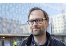 Utvecklingsingenjör Andréas Hall letade med ljus och lykta på internet efter en lösning på livbojsproblematiken.