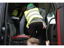 Alla barn, oavsett ålder, får åka med i en lastbil på Barnens Dag hos Märsta Förenade