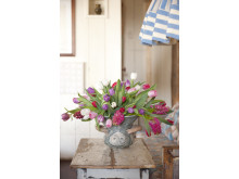 Nordisk inredning med tulpan- och hyacintbukett 2