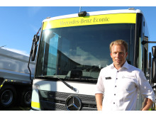 Technology is making huge strides right now at Mercedes-Benz. Here we see the company's Swedish sales manager Mattias Nilsson together with a photo of the electric-powered Mercedes-Benz Urban eTruck.
