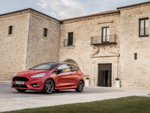 2017_Ford_Fiesta_ST-Line_Race_Red_033