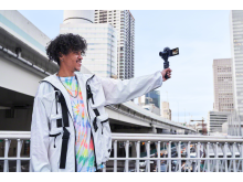 Sony ZV-1_VPT2BT_Grip_Selfshooting_vlogger-Mid