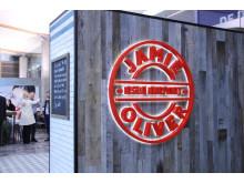 Jamie's Deli åpnet i dag på Avinor Oslo lufthavn
