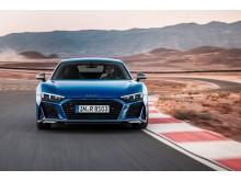 Audi R8 Coupé (Ascari Blue metallic) dynamisk billede på bane