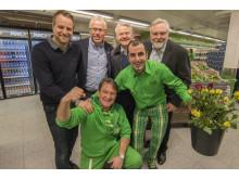 Bak f.v. Regionsjef Thomas Snekkersveen, KIWI-sjef Jan Paul Bjørkøy, markedssjef Tron Eggen, KIWI-gründer Tor Kirkeng, foran t.v. distriktssjef Ivar Christensen og butikksjef Siyamak Nemati.