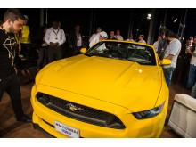 Ford viste muskler ved å plassere Mustang  på toppen av verdens høyeste bygning Burj Khalifa i Dubai