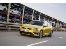 Volkswagen skriver historia – Golf blev Sveriges mest sålda bil 2016
