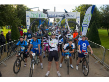 Mark Beaumont sets off team freshnlo