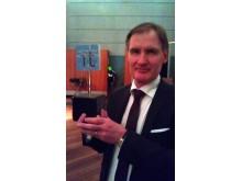 Per Ola Lindahl från Upplands Väsby tar emot priset Sveriges IT kommun 2011