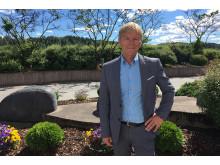 Banksjef Robert Berg i sola