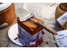 Brunost, auf Deutsch Braunkäse, ist bekannt für seinen süßlich-karamellartigen Geschmack und eine typisch norwegische Delikatesse.