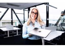 Produktsjef Kristin Alnes Myren med HP Elitebook Folio 1040