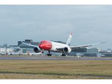 787 Dreamliner lands Gatwick