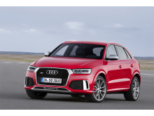 RS Q3 red front side