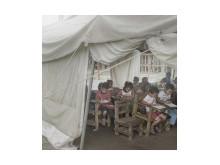Barn på ön Leyte går fortfarande i tältskolor efter tyfonen Haiyan