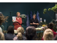 Malin Hindesäter and Fredrik Larsson on stage interpret garden trends at Elmia Garden