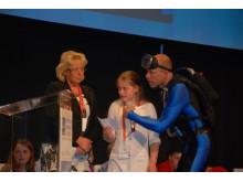 """Miljöminister Lena Ek, svarar på Elina Agriells fråga om havet, till ackompanjemang av artistduon """"Vattenmannen och Speed"""""""