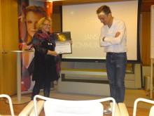 Pia Jansäter tar emot utmärkelsen Resumés stjärnor av Viggo Cavling