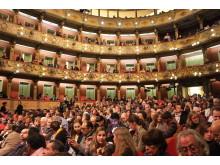 Teater Colón med publik vid Fanny & Alexander i Bogotá