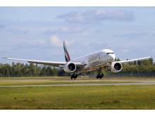 Emirates lander ved Oslo Lufthavn
