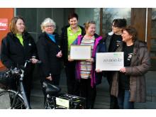 Cyklande hemtjänst skänker prispengar till välgörenhet