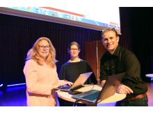 Anna Kärrman, Anna Rotander och Magnus Engwall finslipar föreläsningen om mikroplast som ska hållas för kung Carl XVI Gustaf på onsdag.